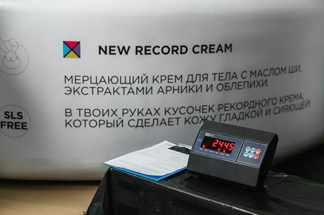 Бьюти-дайджест: от первого в России фемшопа до самой большой банки крема в мире