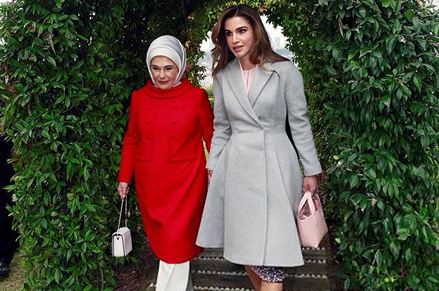 Королева Рания с мужем посетила Стамбул: оцениваем образы первой леди Иордании