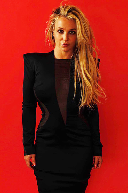 Йога и фотосессии: Бритни Спирс вернулась к привычной жизни после лечения в рехабе