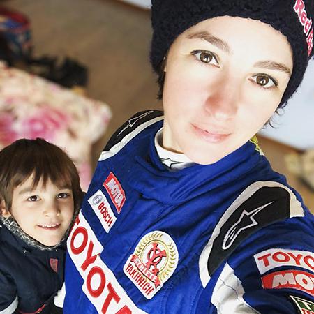 Мотогонщица, кинооператор и дважды мама: что мы знаем об Анастасии Нифонтовой
