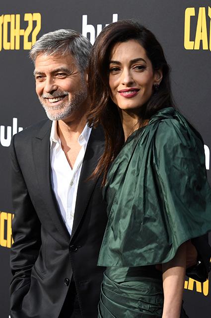 Амаль Клуни поддержала мужа Джорджа Клуни на премьере мини-сериала «Уловка-22»