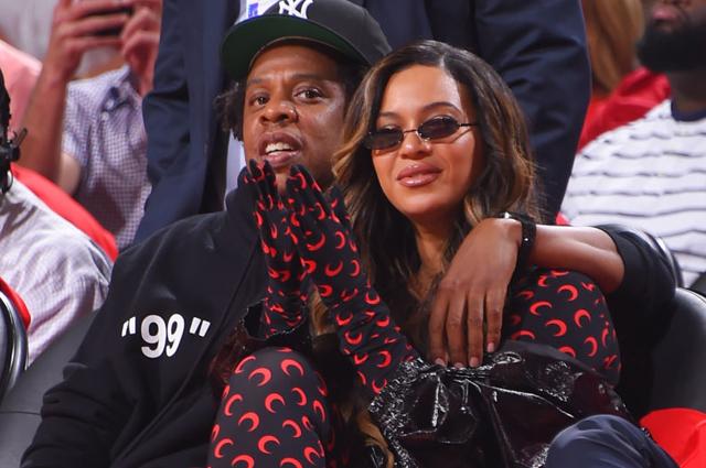 Бейонсе и Джей-Зи сходили на баскетбольный матч: новые фото пары