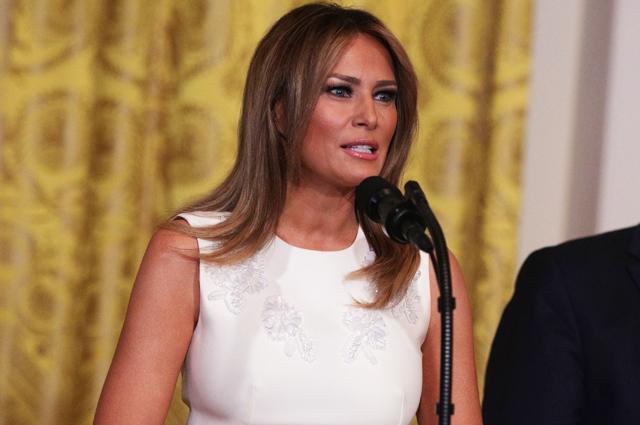 Еще раз: Мелания Трамп повторила образ годичной давности на официальном приеме в Белом доме