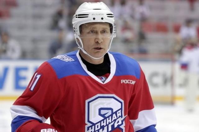 Пользователи сети обсуждают падение Владимира Путина во время хоккейного матча