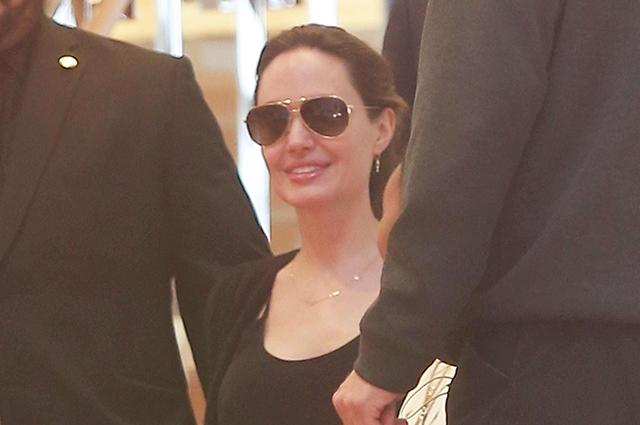 Анджелина Джоли на шопинге с детьми в Беверли-Хиллз: свежие фото звезды