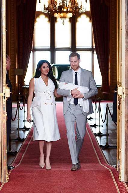 Меган Маркл и принц Гарри с новорожденным сыном