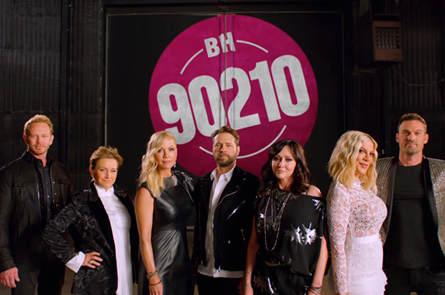 """Йен Зиринг, Габриэль Картерис, Дженни Гарт, Джейсон Пристли, Шэнон Доэрти, Тори Спеллинг и Брайан Остин Грин в тизере продолжения сериала """"Беверли-Хиллз 90210"""""""