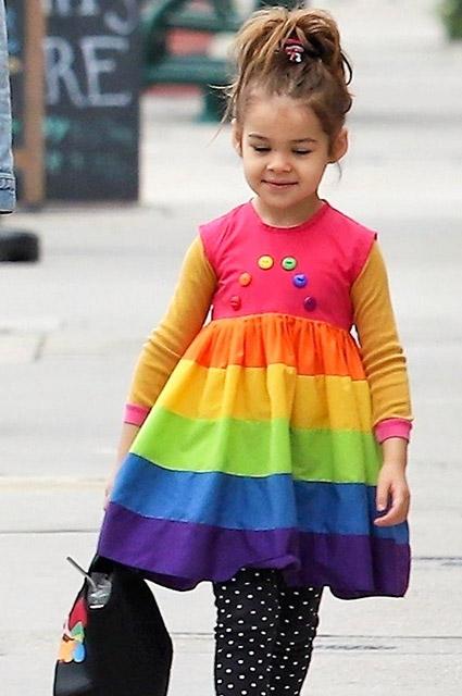 Все цвета радуги: Райан Гослинг на прогулке с дочерью Эсмеральдой