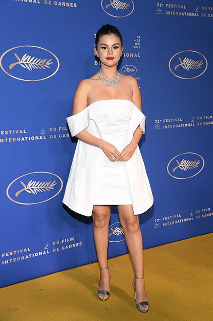 Снова в белом: Селена Гомес на гала-ужине в честь открытия Каннского кинофестиваля