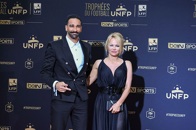Памела Андерсон с возлюбленным Адилем Рами на футбольной премии в Париже