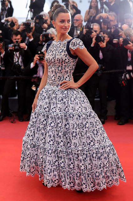 Пенелопа Крус с платье от Chanel и украшениях от Swarovski