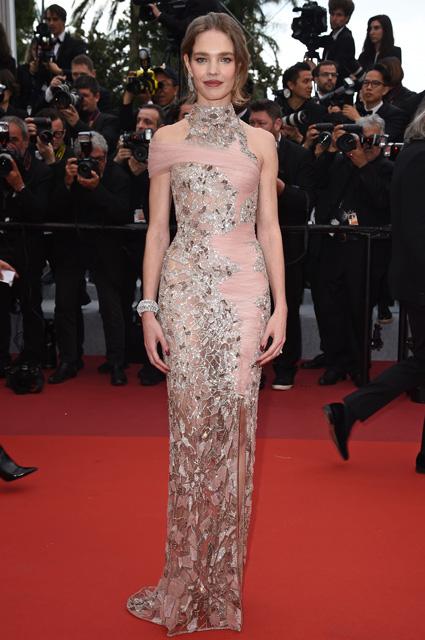 Наталья Водянова: платье от Versace, украшения от Chopard