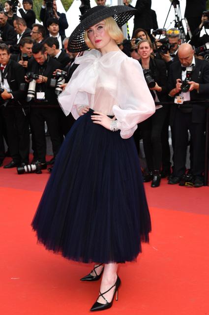 Эль Фаннинг в наряде от Dior и украшениях Chopard