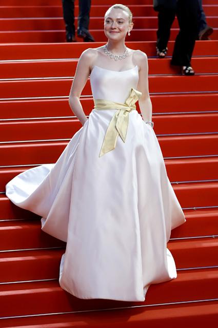 Дакота Фаннинг в платье от Armani Privé и украшениях Chopard