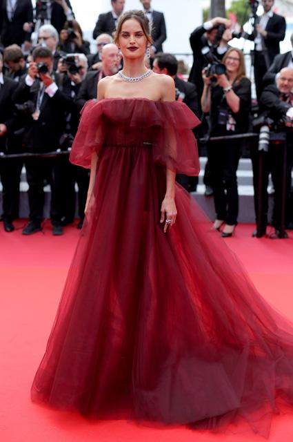 Изабель Гулар в платье от Valentino и украшениях Choprad