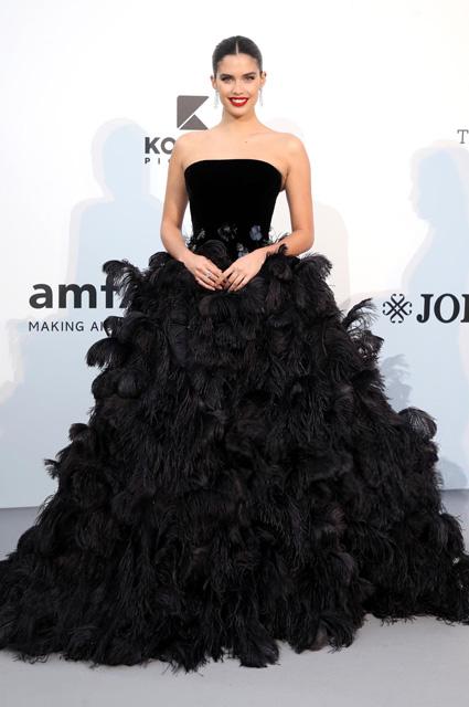 Сара Сампайо в платье от Armani Privé и украшениях Messika