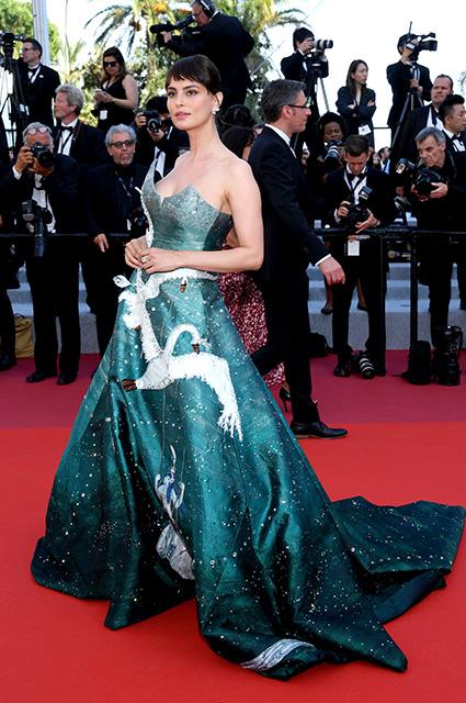 Катринел Менгиа в платье от Gyunel и украшениях Chopard