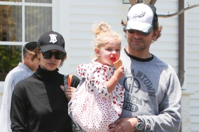 Ирина Шейк и Брэдли Купер с дочкой Леей на прогулке в Лос-Анджелесе