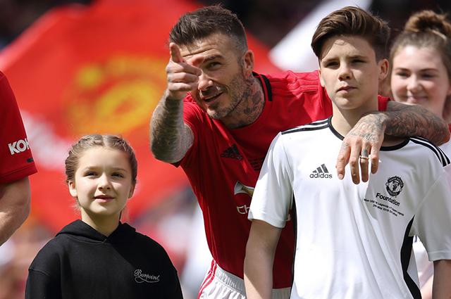 Дэвид Бекхэм с дочкой Харпер и сыном Крузом