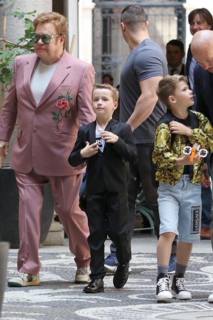 Элтон Джон с сыновьями