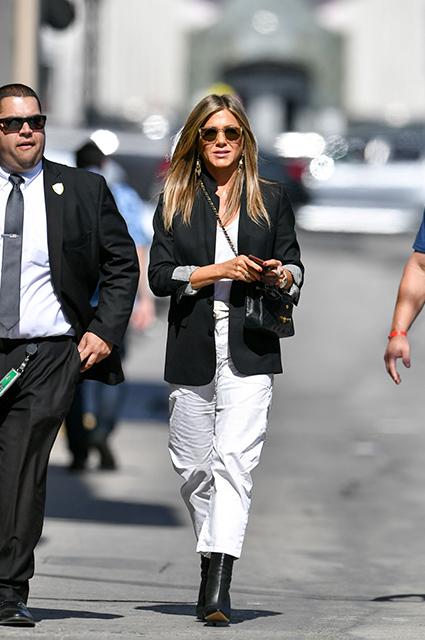 Дженнифер Энистон на съемках шоу Джимми Киммела: два новых образа актрисы