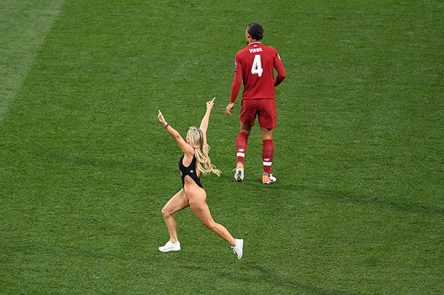 Неспортивный интерес: что мы знаем о Кинси Волански, выбежавшей на поле в финале Лиги чемпионов