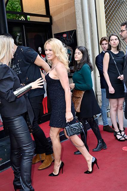 Памела Андерсон на премьере кабаре-шоу в Париже