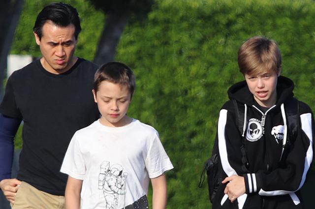 Пока мама на работе: дети Анджелины Джоли сходили в магазин