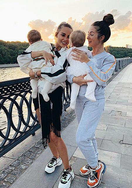 Ханна с дочерью и Нюша с дочерью