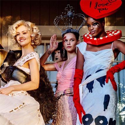 Кейт Бекинсейл, Пэрис Джексон и другие на показе Moschino Resort 2020 в Голливуде
