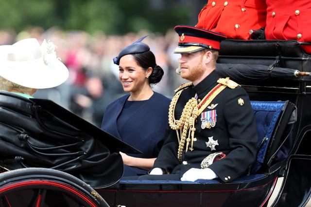 Меган Маркл и принц Гарри на параде в честь Елизаветы II: первый официальный выход после рождения первенца