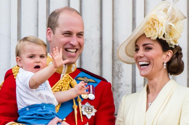 Кейт Миддлтон и принц Уильям с детьми (впервые с принцем Луи!) посетили парад в честь Елизаветы II