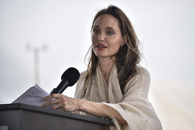 Анджелина Джоли посетила лагерь беженцев на границе между Колумбией и Венесуэлой