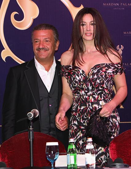 Тельман Исмаилов с Моникой Беллуччи на пресс-конференции, посвященной открытию Mardan Palace в Турции