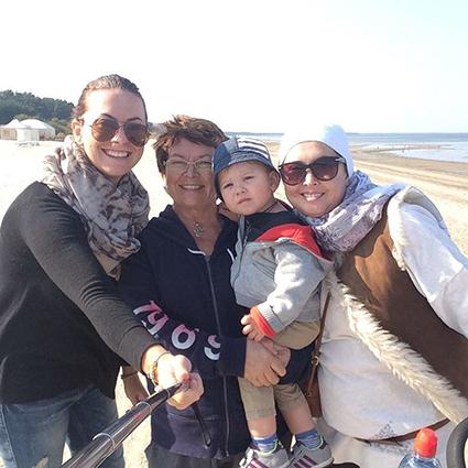 Жанна Фриске (справа) с сестрой, мамой и сыном