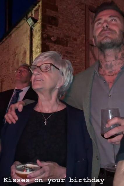 Вся семья в сборе: Дэвид Бекхэм показал, как отметил 70-летие своей мамы Сандры