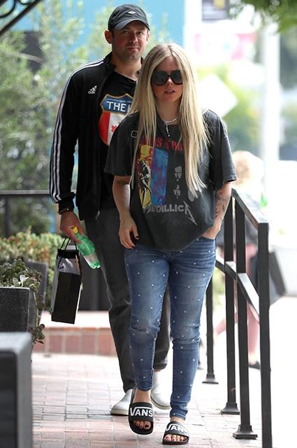 Аврил Лавин с возлюбленным Филиппом Сэрофимом на шопинге в Лос-Анджелесе