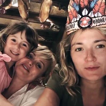 Анна Михалкова с дочерью Лидой и Надя Михалкова