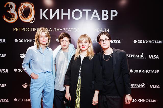 Надежда Михалкова и Анна Михалкова с сыновьями Андреем и Сергеем