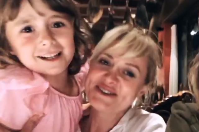 Секретная беременность, похудение, отношения со звездными родственниками: 15 фактов об Анне Михалковой