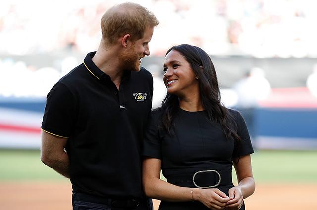 Неожиданный выход: Меган Маркл и принц Гарри посетили бейсбольный матч