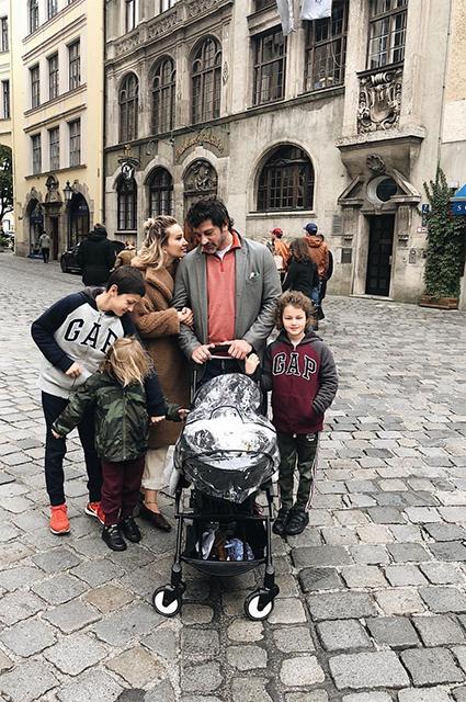 Ануки Арешидзе и Каха Каладзе с детьми