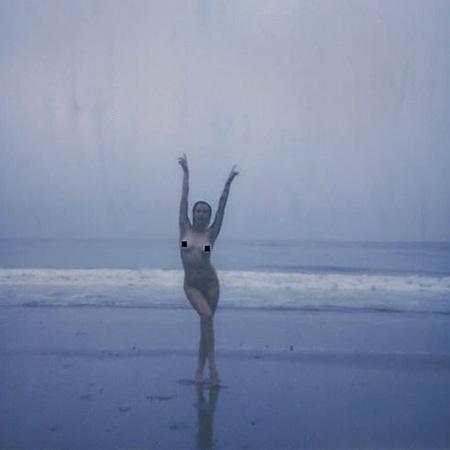 Айрленд Болдуин снялась топлес и призвала женщин полюбить свое тело