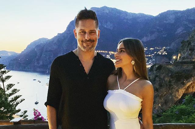 Море, паста, дольче вита: София Вергара и Джо Манганьелло отметили годовщину отношений в Италии