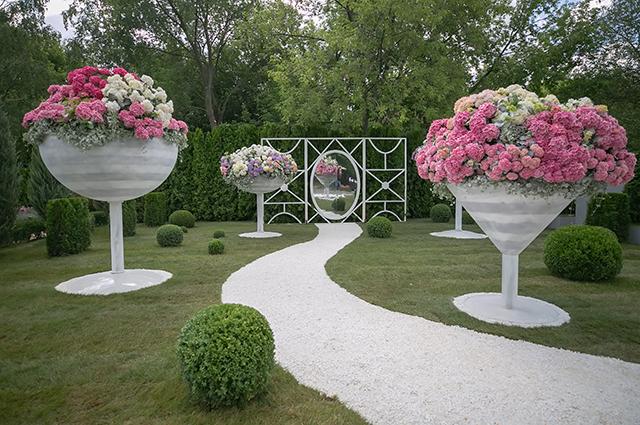 Модный дайджест: от нового трибьюта Карлу Лагерфельду с участием звезд до дизайнерских садов
