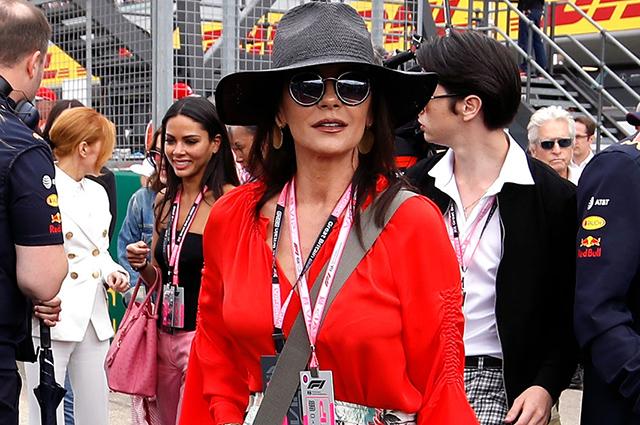 Кэтрин Зета-Джонс и Майкл Дуглас с сыном Диланом на Гран-при