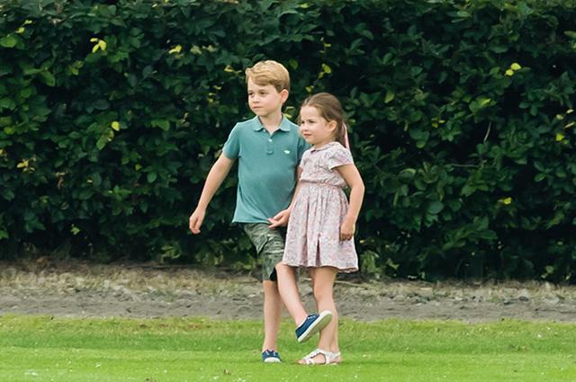 Летний фестиваль и игры на свежем воздухе: как принц Джордж и принцесса Шарлотта провели выходной день