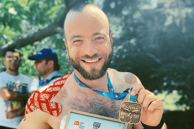Параатлет Дмитрий Игнатов переплыл Босфор: