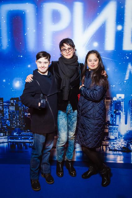 Ирина Хакамада с дочерью Марией и ее женихом Владом