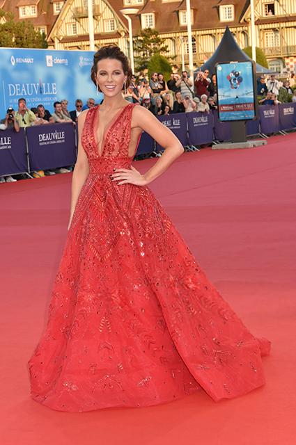 Платья принцессы, мини и латекс: разбираем гардероб Кейт Бекинсейл